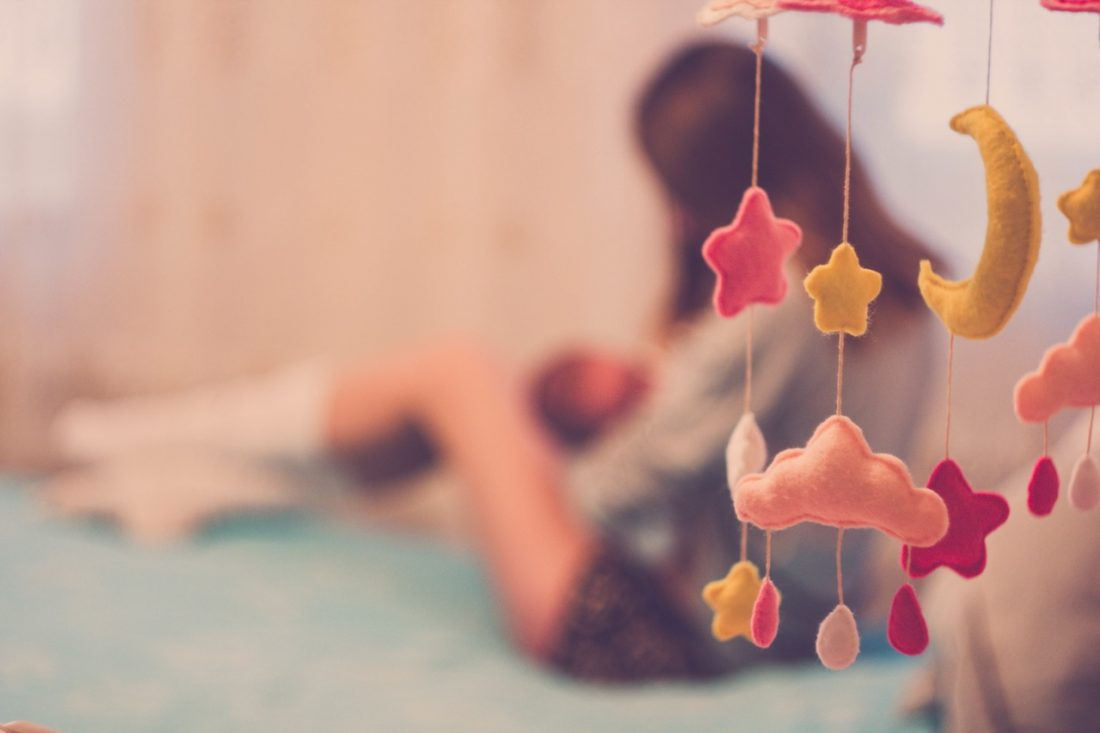 Karmienie noworodka / Karmienie piersią czy mieszane? Jak często, jak długo co ile godzin dokarmiać?